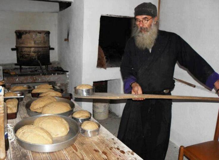 Φτιάξτε πεντανόστιμο Αγιορείτικο ψωμί          Για εκείνους που είναι φανατικοί του σπιτικού...