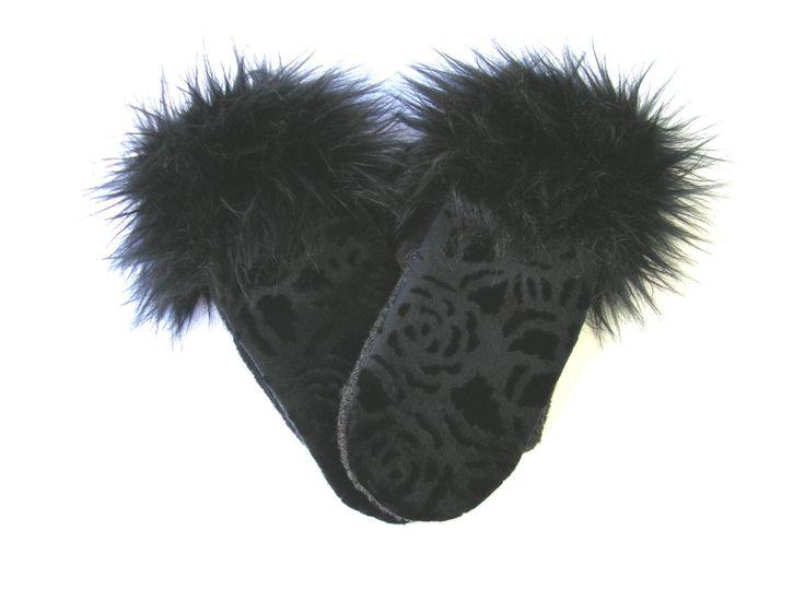 Mitaine velours noir, mitaine pour filles, mitaine tendance, mitaine et fourrure, mitaine féminine, mitaine classique, mitaine laine noire de la boutique CroqueMitaines sur Etsy
