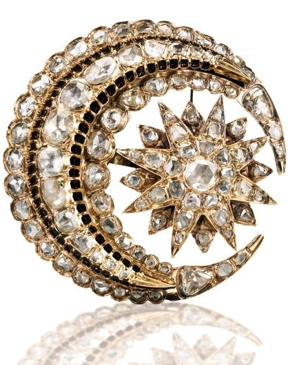 AN OTTOMAN DIAMOND BROOCH, TURKEY, EARLY 20TH CENTURY featuring a stellar form within a crescent-moon, set with diamonds, mounted with pin to reverse 4.5cm. width.