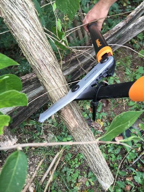 Get the job done with our PowerGear2 Lopper. Flip Out Mama shows you how to use our lopper for backyard cleanup, including trimming the toughest branches.