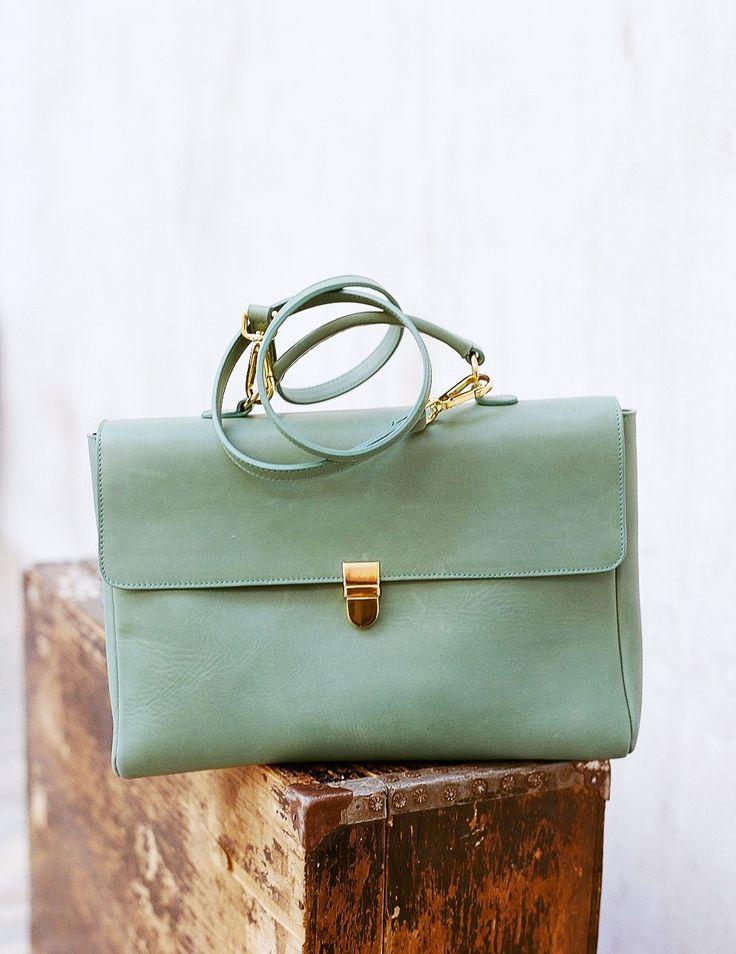 Medium size bag Noemi in olive colore. Портфель Noemi оливкового цвета.