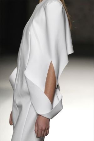 Minimal Fashion - white dress with structured silhouette, drape and sleeve fold details