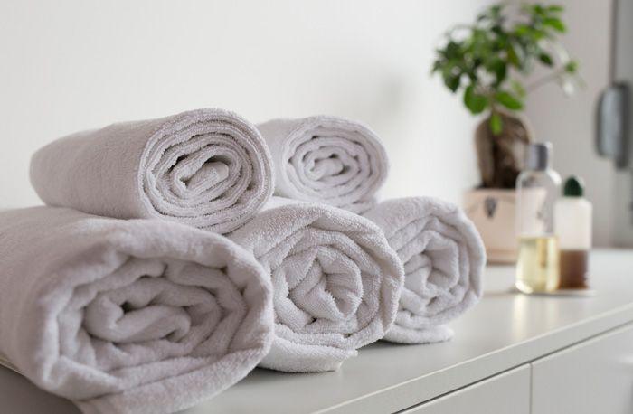 Handdukar, och framför allt lite tjockare badlakan har en tendens att anta en lite sunkig doft hur mycket de än tvättas. Men misströsta inte – tvätta dina handdukar i bikarbonat och ättika och de kommer återfå sin forna fräschör!