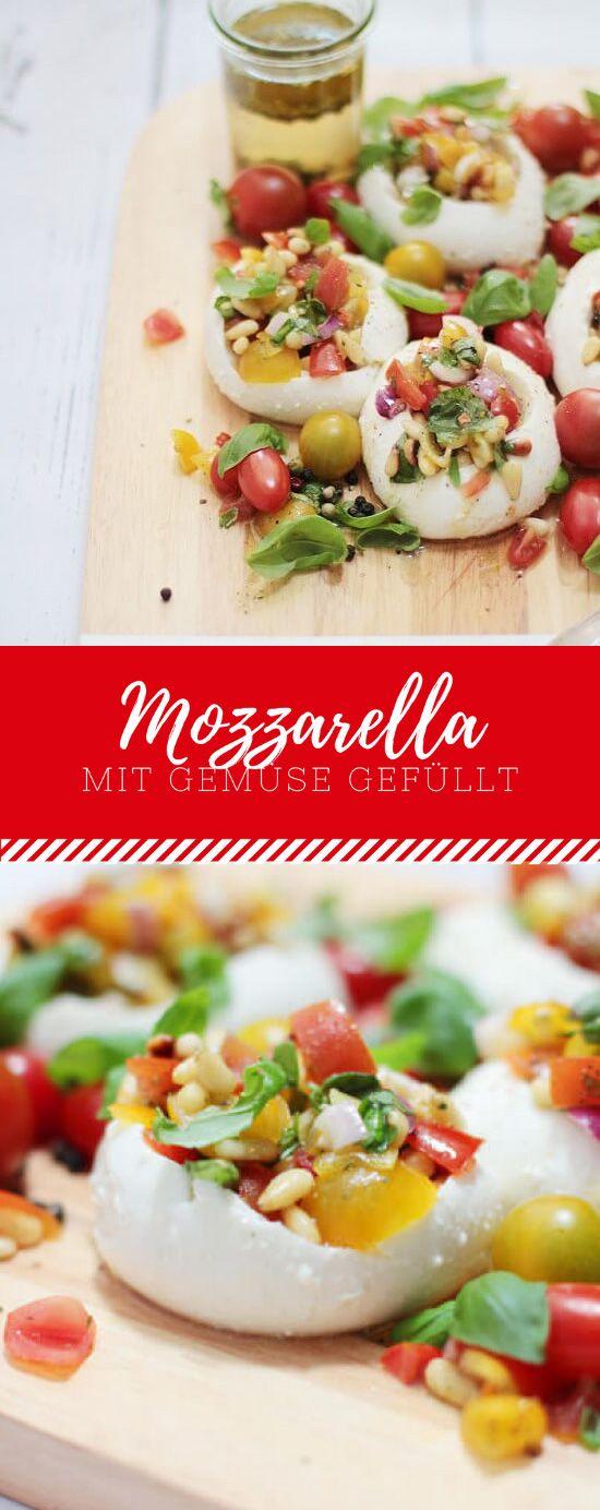 Lust auf einen ganz anderen Mittagssnack? Wie wäre es dann mal mit Mozzarella mit gefülltem Gemüse und Pinienkernen? Schmeckt super mit diesem Rezept!