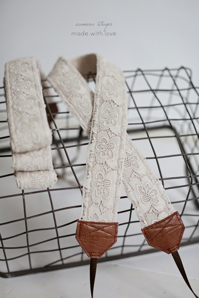 LOVE!! lace on beige velvet <3this strap is 90cm longif you want to upgrade your shipping with track