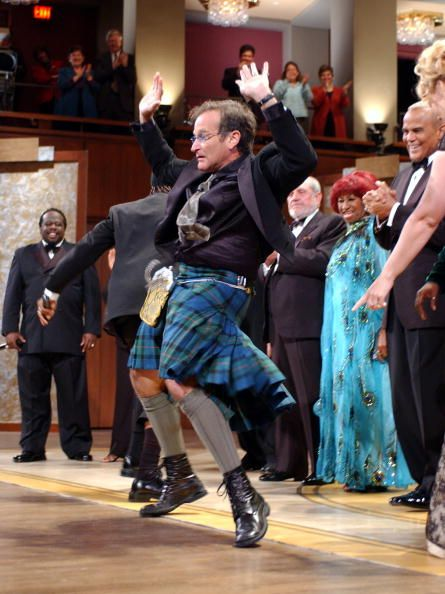 Robin Williams dancing on stage for finale 'On Stage at the Kennedy Center The Mark Twain Prize', 2001. CREDIT: KMAZUR