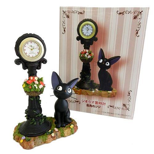 魔女の宅急便 ジオラマ置時計 街角のジジ どんぐり共和国-そらのうえ店|「となりのトトロ」「魔女の宅急便」などスタジオジブリ作品のキャラクターグッズ販売。
