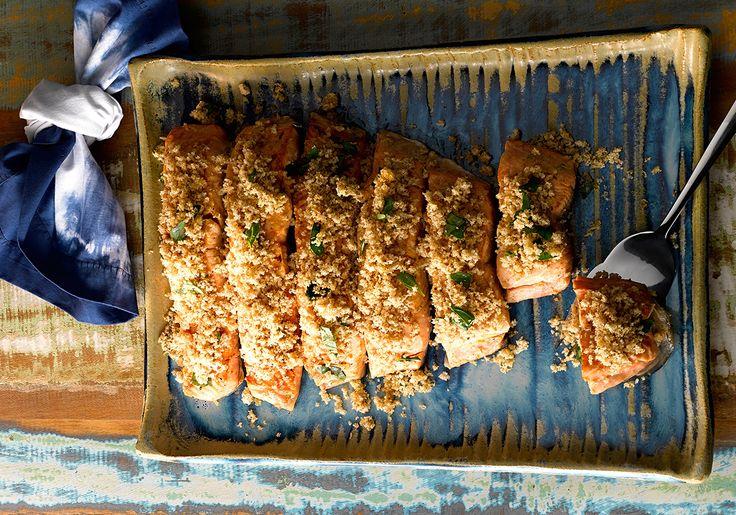 Peixe com crosta de pão integral e castanha