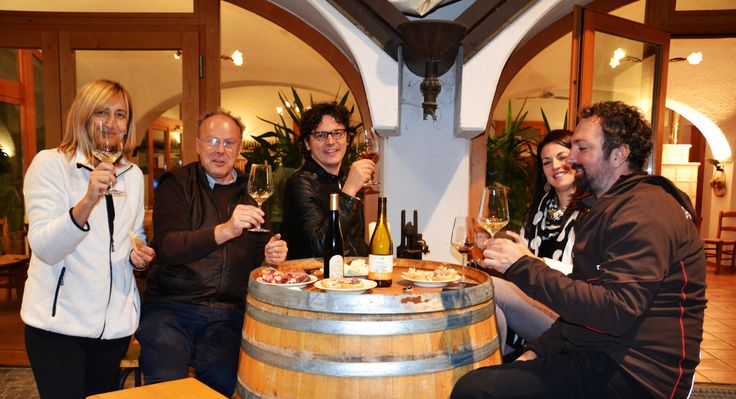 Un speciale brindisi in occasione del nostro trekking enogastronomico Convivio in Vigna... prodotti locali di qualità, buon vino e una fantastica compagnia!