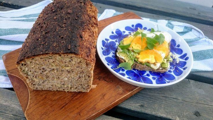 Jag har länge velat baka ett bröd med både en grov, frörik skållning och en rejäl rågsurdeg. Ett riktigt hälsobröd fullt av smak, med grova ingredienser som ger ett skönt tugg och ett fantastiskt n…