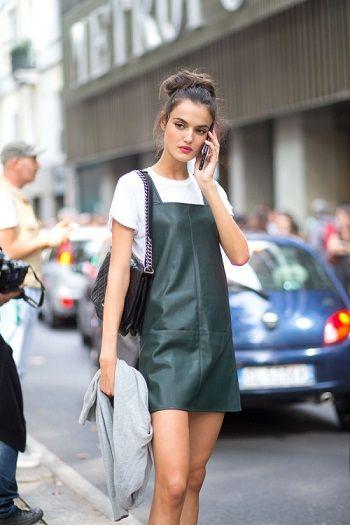 O vestido avental, junto com o slip dres, promete ser o hit da temporada.