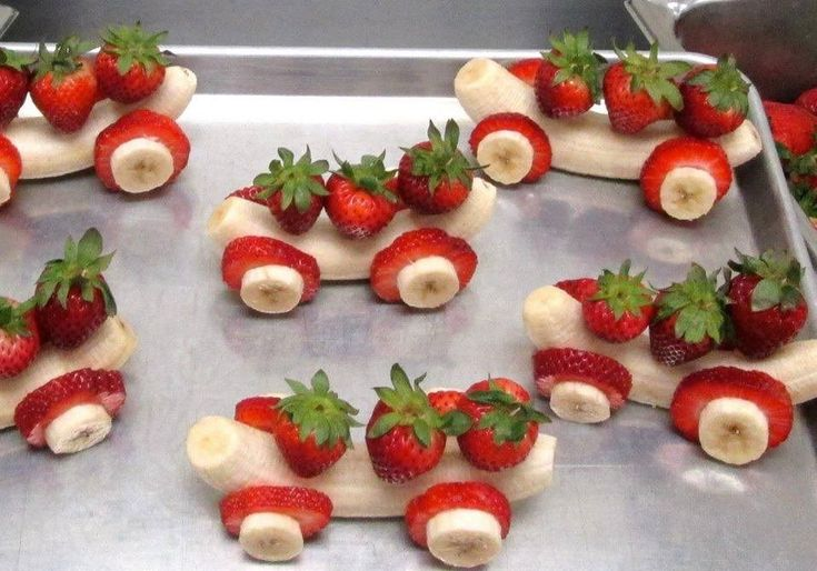 Strawberry and banana fun kid food. I don't know the source of this. If you know, please let me know and I will update the description with the link and/or source. #Foodart