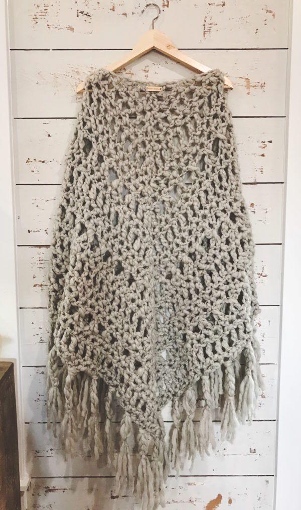 Chunky Crochet Shawl by @iamvickiehowell | Stitch Markers & Hook from @cloverusa, Yarn by @KnitCollage