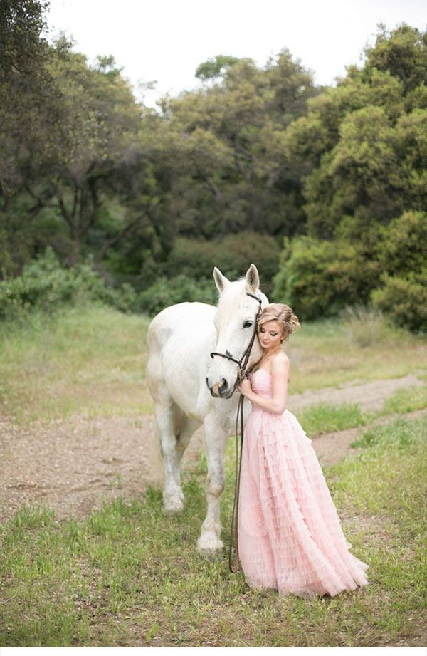 """That awkward moment when you see someone from high school on Pinterest""""Just like out of a fairytale! Where is my knight in shining armor?"""""""