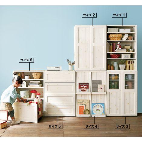 『CHANTO×nissen,』共同企画!「ヨコ置き」も「タテ積み」もOK!「子どもが小さい時には背の高い家具は不安」「子どもが大きくなったら、省スペースにタテ積みしたい」そんな声に応えた組み替え自在の収納家具です。カントリー調でおしゃれなデザインながら、日用品からおもちゃまでたっぷり収納。寝室や子供部屋など幅広くお使い頂けます。子どもに安心の扉や前板のこだわり設計など機能性も抜群。