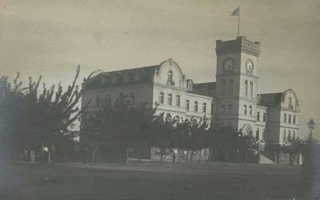 Eski Amerikan Mektebi /Kızılçullu Köy Enstitüsü 1912 yılında Amerikan mektebi olarak yapıldı. Sonra Kızılçullu Köy Enstitüsü oldu 1950 kapatıldıktan sonra Şirinyer Nato Karargahı oldu.