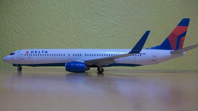 Delta Airlines Boeing 737-900 Free Airplane Paper Model Download  Delta Airlines Boeing 737-900, the newest type of B-737 family, the papercraft is remade by Edwin Rodriguez based on Julius Perdana's KLM Royal Dutch Airlines Boeing 737-900 Paper Model, and the scale is in 1:100. The finished model will have about 37 cm or 14.5 inches wingspan