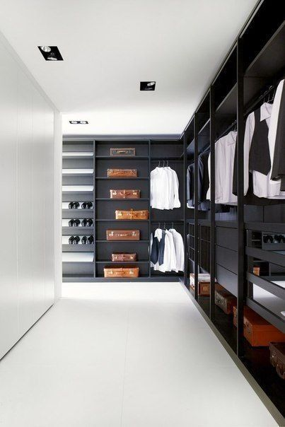 Kledingkast zwart, Walk in closet open