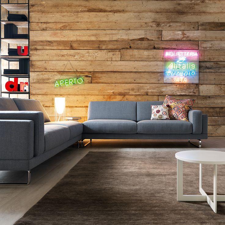 York, divano in tessuto Fosca 73, quasi un #Pantone azzurro #serenity 15-3919. Cosa ne dite di questo abbinamento con la parete in legno grezzo?   #pantone2016 #doimosalotti #divani