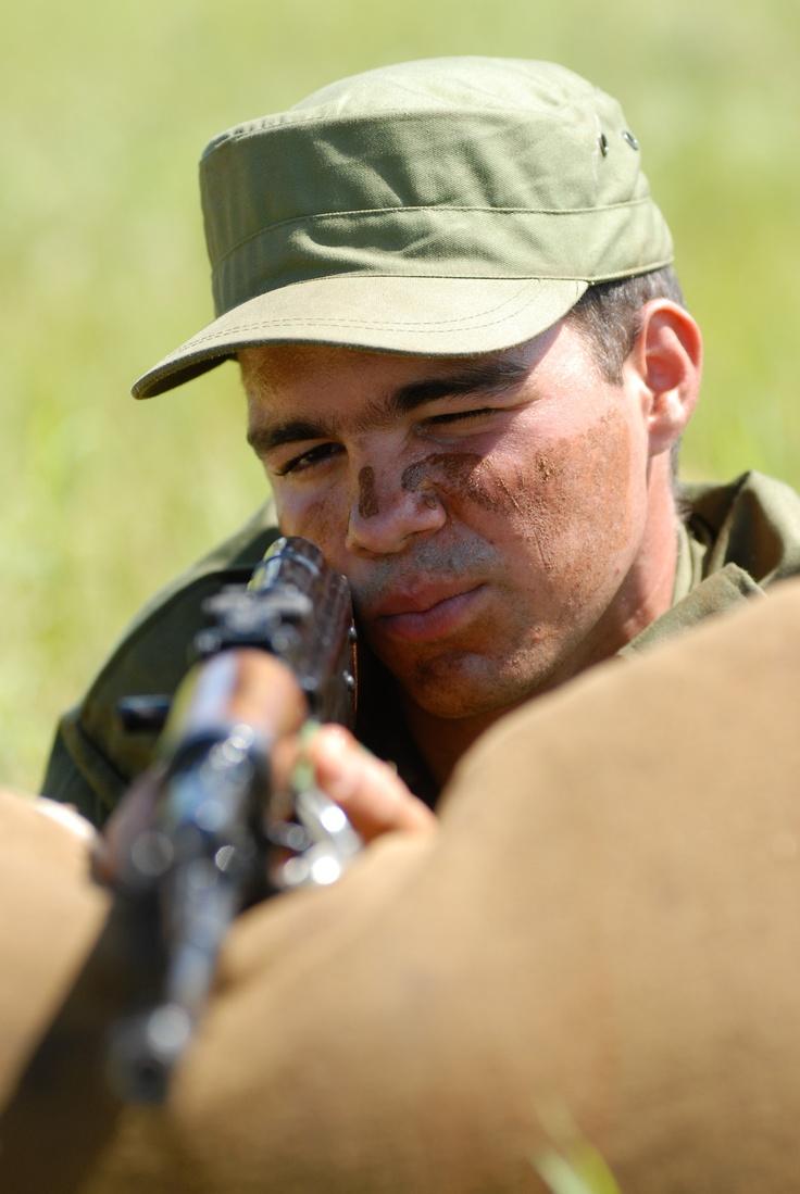 ¿Juegos de guerra?: Los jóvenes que ingresan al Servicio Militar Activo asumen el compromiso con el evidente recelo que entraña todo lo nuevo, pero con la convicción de estar dando un paso importante para su país y ellos mismos
