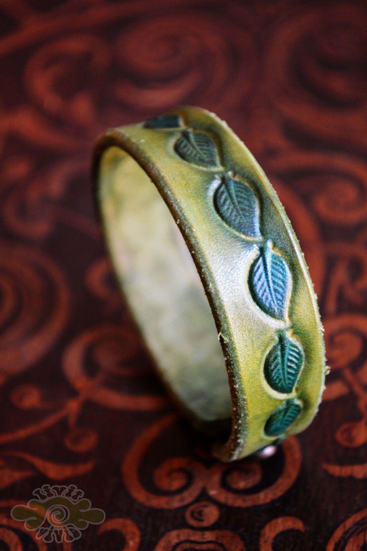 leather leaves bracelet ~ Livit Vivid