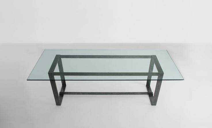 ila: Tavolo con struttura in ferro ossidato  Piano in vetro  dimensioni  L 180 cm  P  80 / 90 cm  H 74 cm    struttura  ferro ossidato  piano vetro 12 / 15 mm