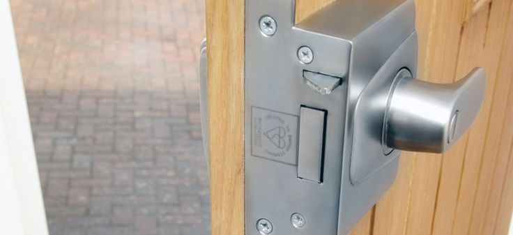 Did you forget your keys? Or is the lock broken and you can't open it? In case of lock out, call us, and a professional locksmith team will be with you in no time.