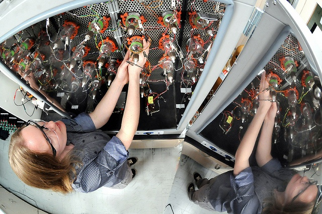 Argonne's Lynn Trahey prepares lithium-oxygen batteries for controlled environment testing.: America Battery, Life, Lithiumoxygen Battery, Super Cell, Battery Revolutions, Climate Changing, Cell Promise, Battery Hub, Csmonitor Com