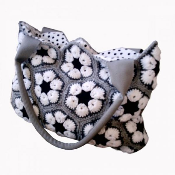 Crochet bag with lining and inside pockets. Washable. Made from non-pill acrylic wool. Lining -- cotton #lovebalela