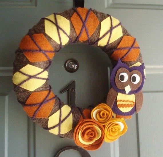 Owl Yarn Wreath: Argyle Yarns, Owl Wreaths, Cute Idea, Doors Decoration, Fall Wreaths, Felt Yarns, Yarns Wreaths, Owl Yarns, Yarn Wreaths