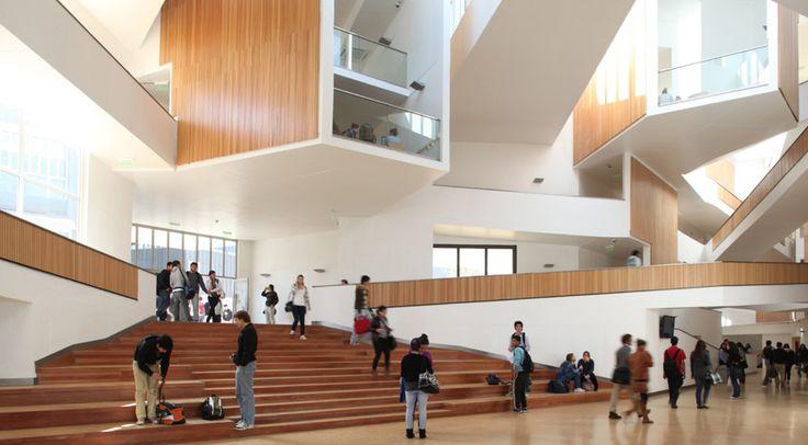 Panel CD 430 SL en Universidad Adolfo Ibañez Campus Sporting de Hunter Douglas