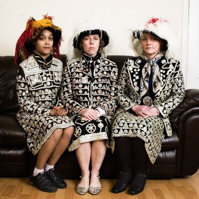 Portrait of family of Pearly Queens by Harry Dutton. #pearly #queen #buttons #london