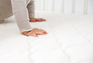 The best organic baby crib mattress and review of the Newton Wovenaire http://babybedtimebliss.com/