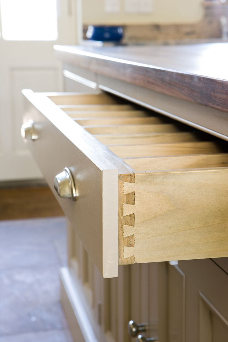 Every inch of perfection: we ensure every detail of your kitchen is hand-crafted by our skilled craftsmen.