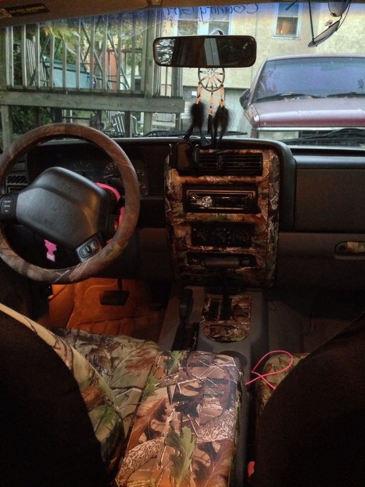 Inside of Jeep Cherokee Sport 98 XJ. This is how I want mine but not the center piece. And without the pink lol