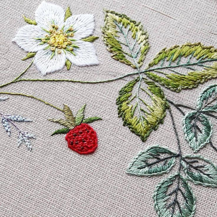 Крупный план - ягодки , цветочки и листочки.  #embroidery_in_progress   I…