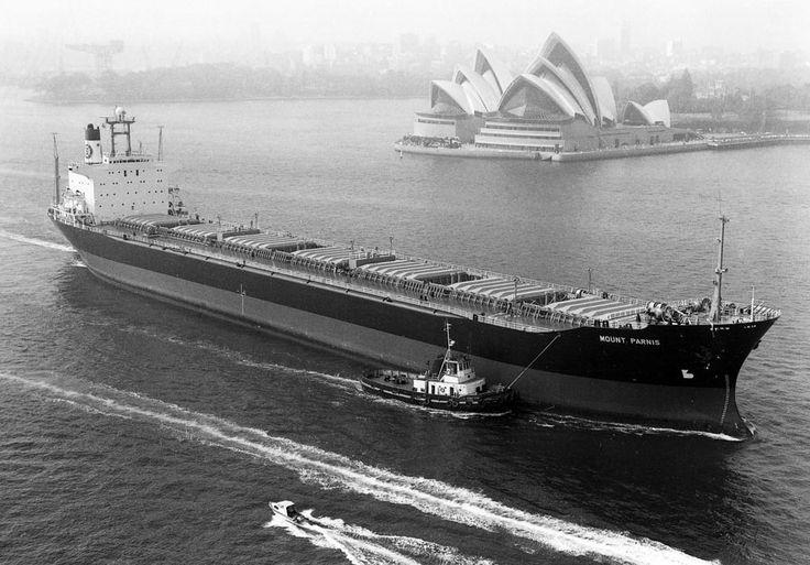 Το υπό ελληνική σημαία bulk carrier MOUNT PARNIS, κατασκευάστηκε το 1981 στα ναυπηγεία Hitachi Zosen K.K. της Ιαπωνίας για λογαριασμό εταιρείας υπό τη διαχείριση της Metropolitan Shipping Ltd. / The Greek bulk carrier MOUNT PARNIS, built in 1981 by Hitachi Zosen K.K. in Japan for a company under the management of Metropolitan Shipping Ltd.