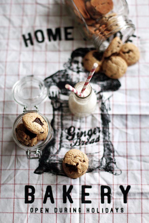 Milk & Cookies.: Food Recipes, Cupcake, Chocolates Cakes, Butter Chocolates, Chocolates Cookies, Decor Cookies, Milk Art, Food Art, Peanut Butter