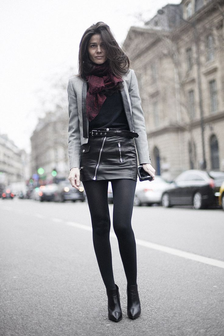 Fotos de street style en Paris Fashion Week: falda de cuero                                                                                                                                                                                 Más