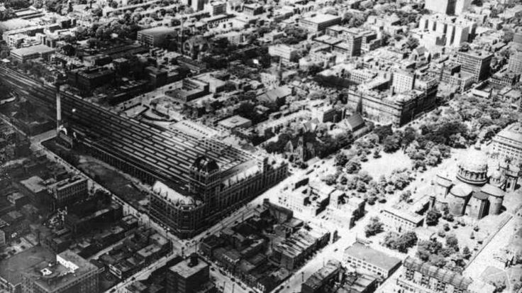 Vue aérienne oblique du centre-ville de Montréal (1925-1935) - Archives de la Ville de Montréal