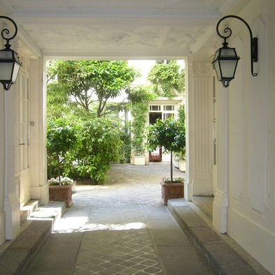 Love a Porte Cochere, mine is not as grand as this, but after having one I will always build one at the entrance to my home.