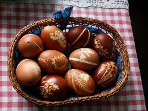Πως να φτιάξω βαφή αυγών με κρεμμύδια
