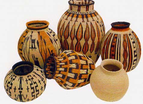 Cántaros de güérregue COMUNIDAD INDÍGENA WAUNANAFoto : Archivo Artesanías de Colombia