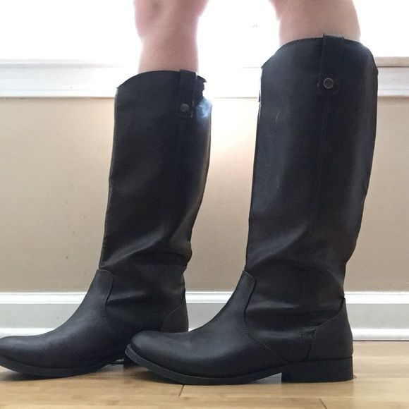 Old navy boots Brown old navy boots, NEVER WORN, smoke free home Old Navy Shoes Winter & Rain Boots