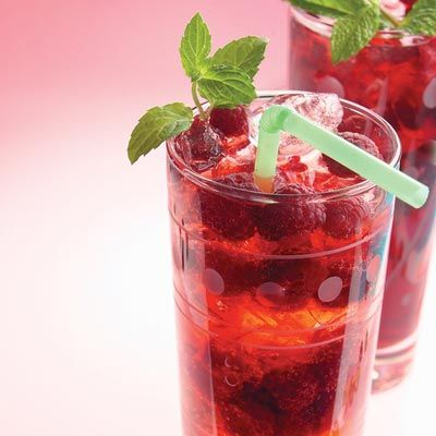 Raspberry Spritzer: Ice Cubes, Summer Drinks, Low Calories, Non Alcohol Drinks, Drinks Recipes, Beverages, Calories Alternative, Raspberry Spritzer, Raspberries Spritzer
