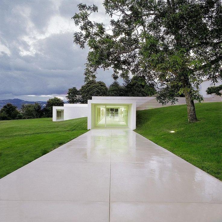 Galeria Mario Sequeira by Carvalho Araujo