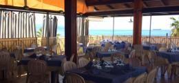 RISTORANTE DE ANGELIS. Il ristorante dispone di una terrazza panoramica con affaccio sulla caratteristica spiaggia di Scilla.