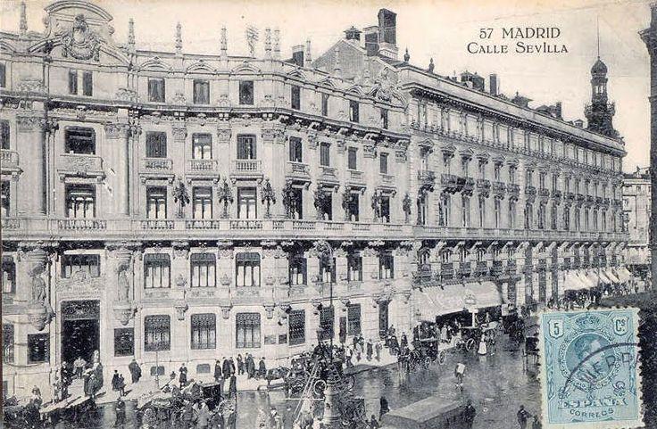 Puerta del Sol en 1906. En esta época se dice que contaba con 6 cafés importantes. Estos sitios históricos, lugares de encuentro entre intel...