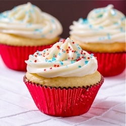 Red White and Blue Cupcakes - Simple, festive, and perfect for 4th of July!: Fourth, Blue Cupcakes, Cupcakes Galore, Festive Cupcakes, Red White Blue, 4Th Of July, July Food