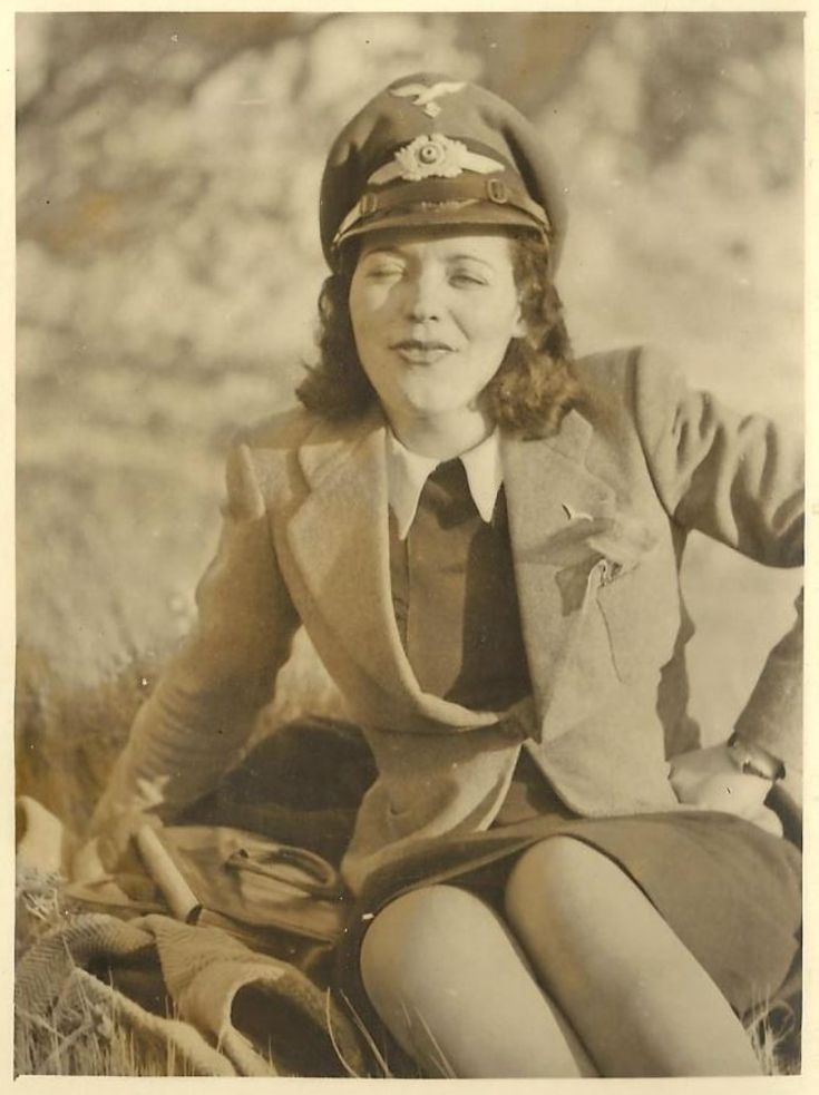 women in ww2 Women in world war ii took on many different roles during the war, including as combatants, workers on the home front and as victims world war ii involved global conflict on an.